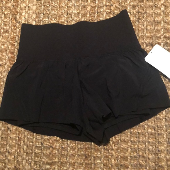 "Lululemon Smooth Runner Short (3"")"